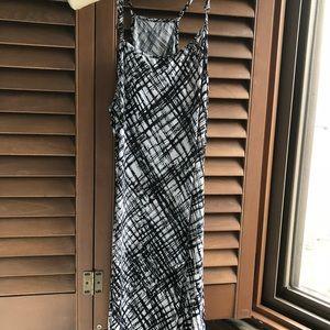 Dresses & Skirts - Black and White Sundress